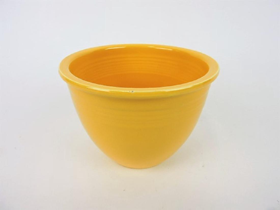 Fiesta #1 mixing bowl, yellow, inside rings, nick