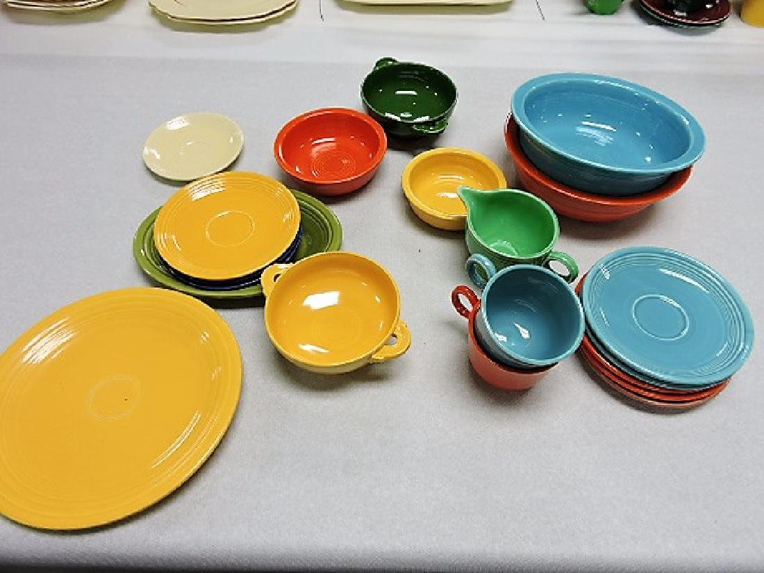 Fiesta and related lot of 20 pieces