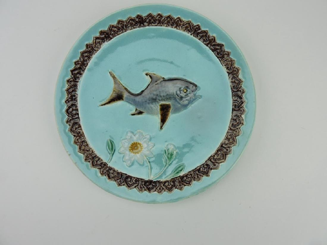 Holdcroft majolica fish and daisy plate, 8 1/2