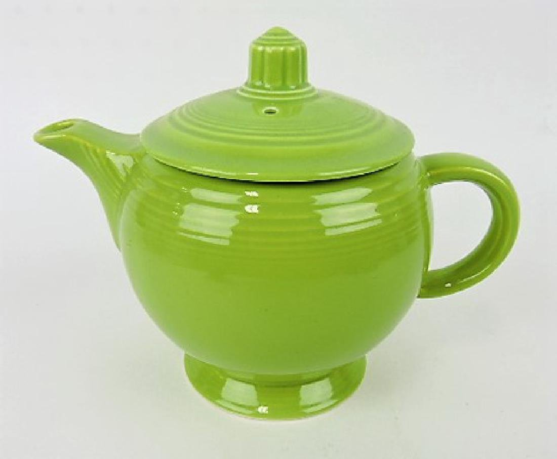 Fiesta medium teapot, chartreuse, base nick