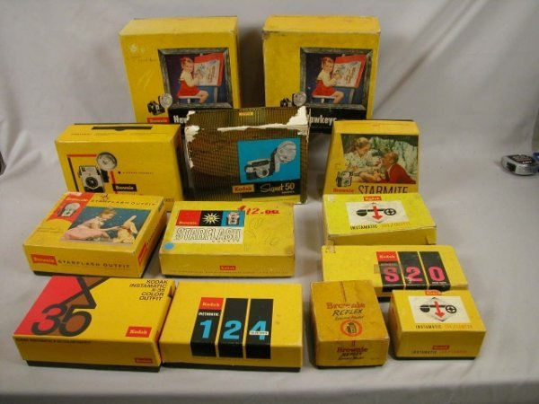 1017: Vintage camera group, all in original boxes - 13