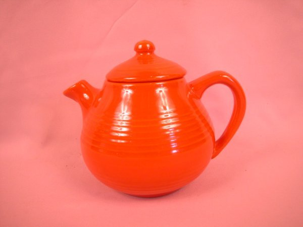 15: Bauer Pottery Ringware red teapot