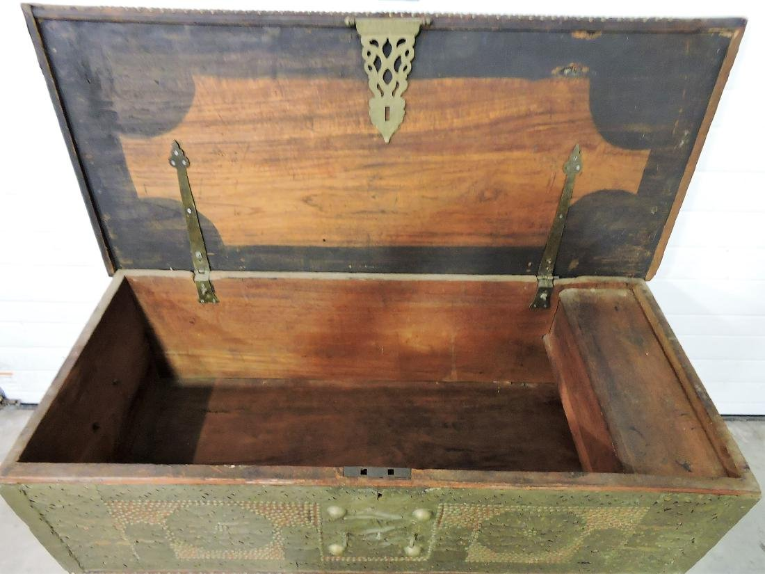 Early Kuwaiti chest with brass plates and - 3