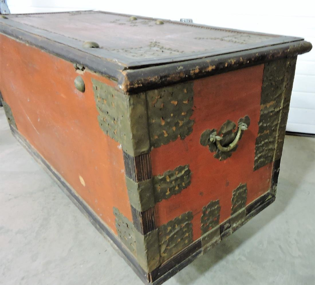 Early Kuwaiti chest with brass plates and - 6