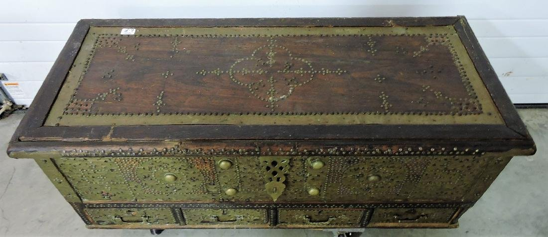 Early Kuwaiti chest with brass plates and - 2