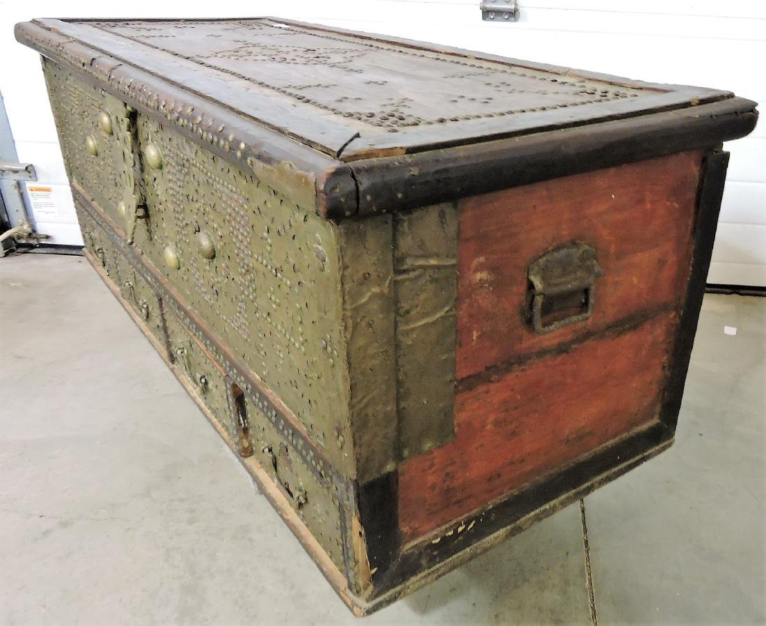 Early Kuwaiti chest with brass plates and - 5