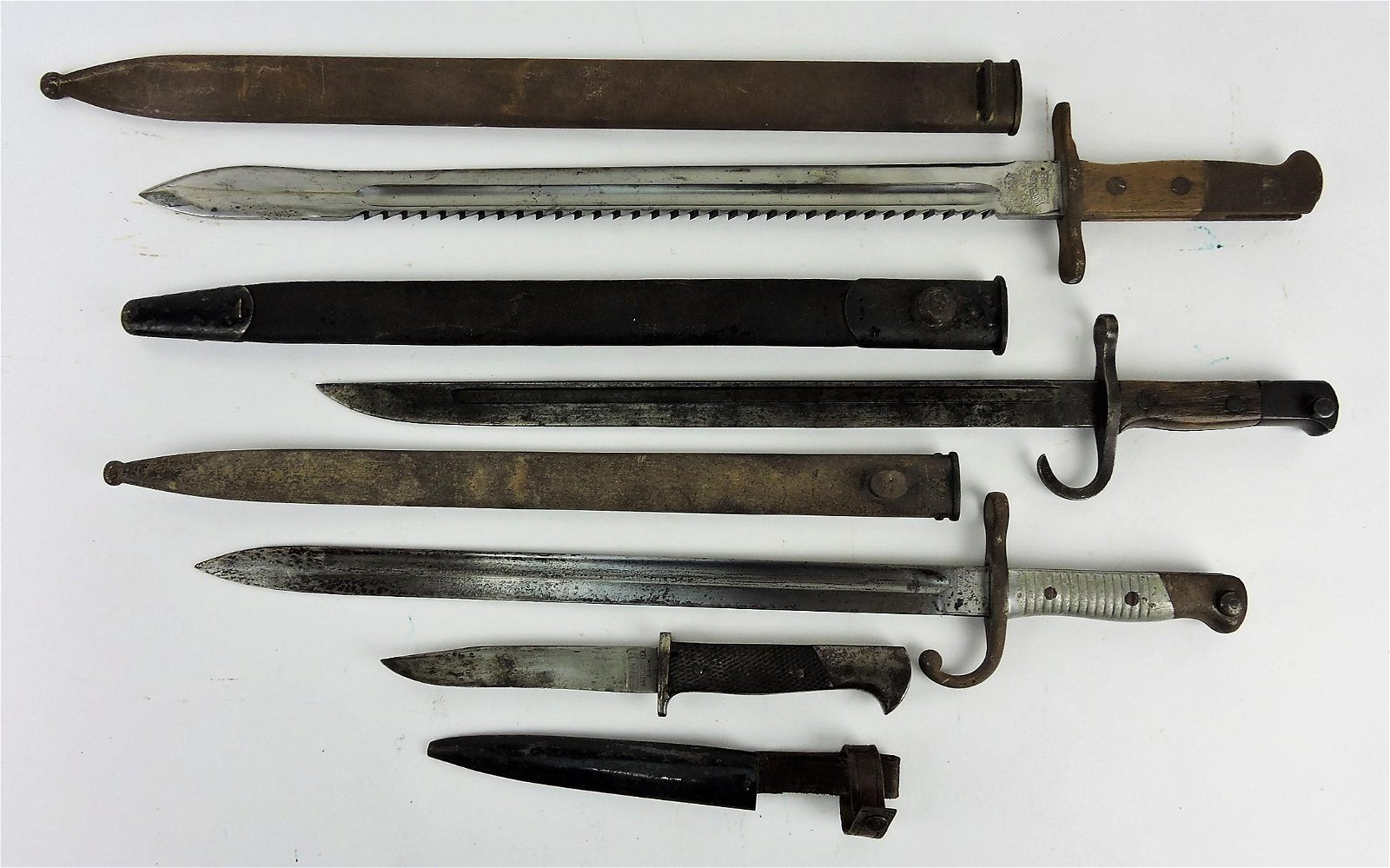 Lot of 3 bayonets and one knife,