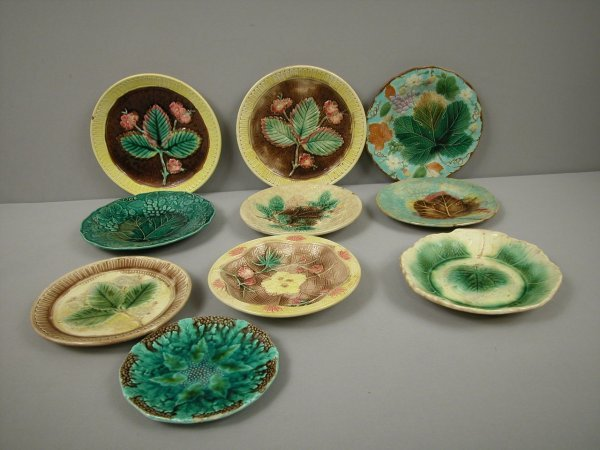 8: Majolica group of 10 plates, various sizes and patte