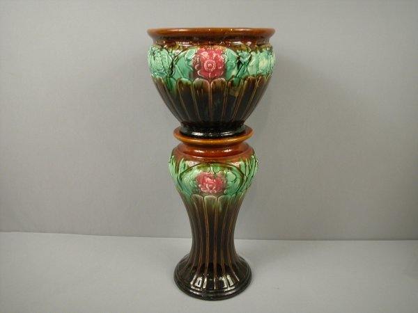 20: Majolica blended floral jardiniere and matching ped