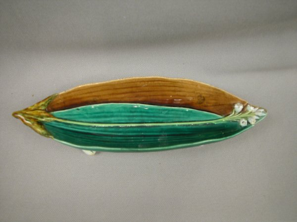 424: Majolica MINTON leaf tray with lily of the valley