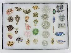 Vintage jewelry brooches lot - Trifari,