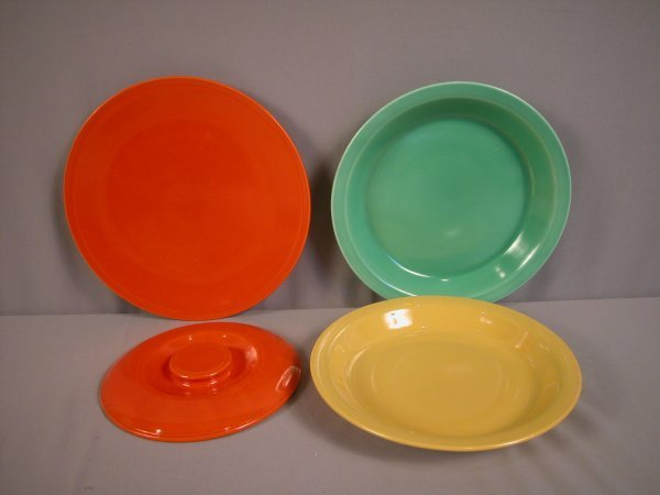 2085: Fiesta Kitchen Kraft group - red cake plate, yell