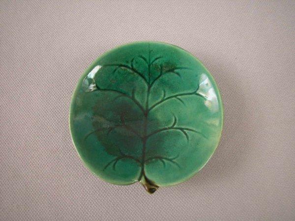 501: Majolica  GEORGE JONES dark green pond lily butter