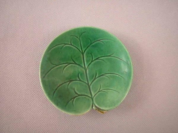 502: Majolica  GEORGE JONES pond lily butter pat, minor