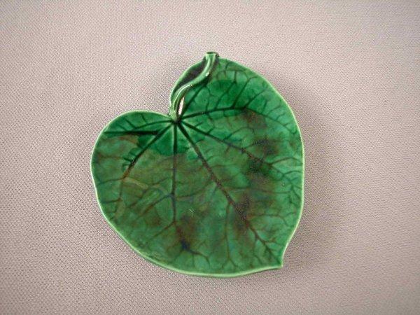 504: Majolica  GEORGE JONES dark green leaf from butter