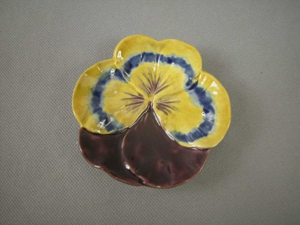 506: Majolica  COPELAND yellow and purple butter pat wi