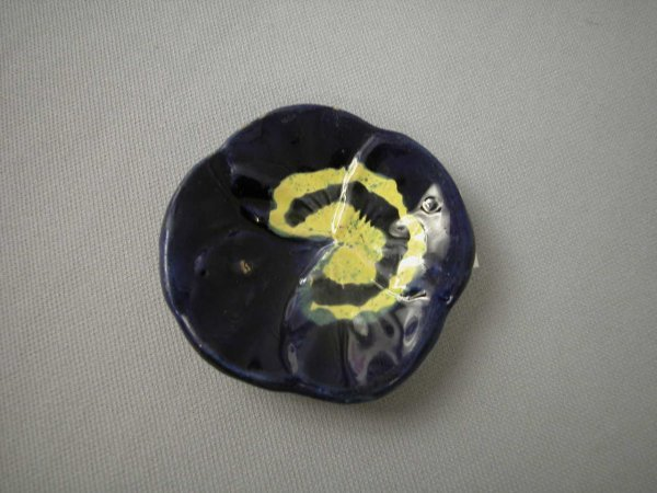 513: Majolica  Cobalt pansy butter pat, minor rim wear