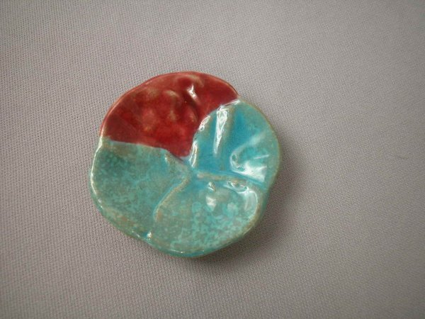 514: Majolica  Turquoise and red pansy butter pat