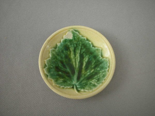 523: Majolica  ETRUSCAN maple leaf on plate butter pat