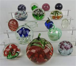 Lot of 16 paperweights, various makers