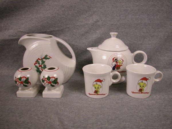6: Post 86 Fiesta Christmas Holly disc water pitcher an