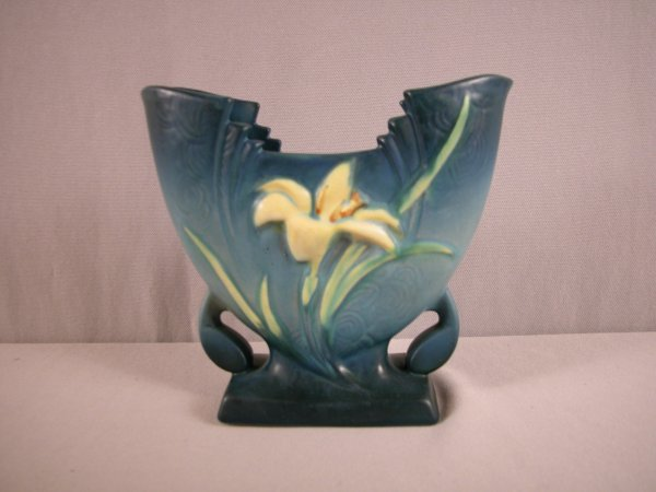 9: ROSEVILLE blue Zephyr Lily fan vase, 205-6""
