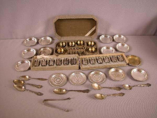 207: Lot of 48 sterling silver items - souvenier spoons