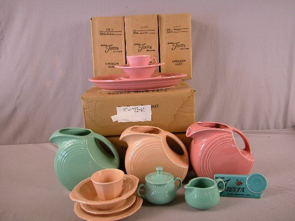 4: Fiesta Post 86 lot of 26 pieces in assorted colors a