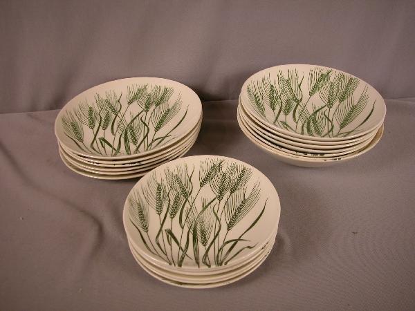 22: Fiesta HLC Wheat Americana dinnerware, 19 pieces