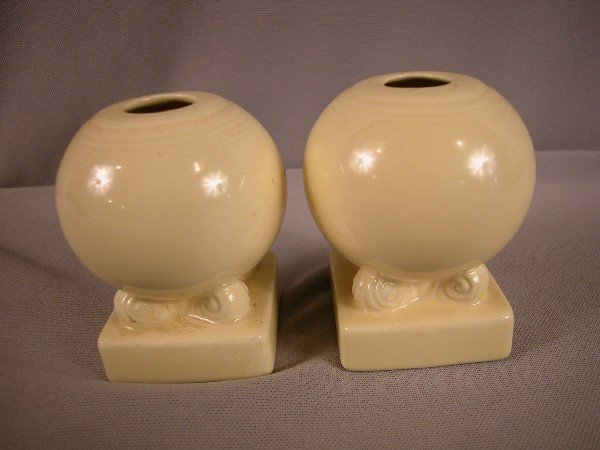 3010: Fiesta ivory pair of bulb candle holders