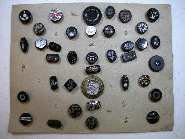 4014: Card of 37 assorted buttons