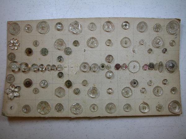 4019: Card of 75 clear buttons