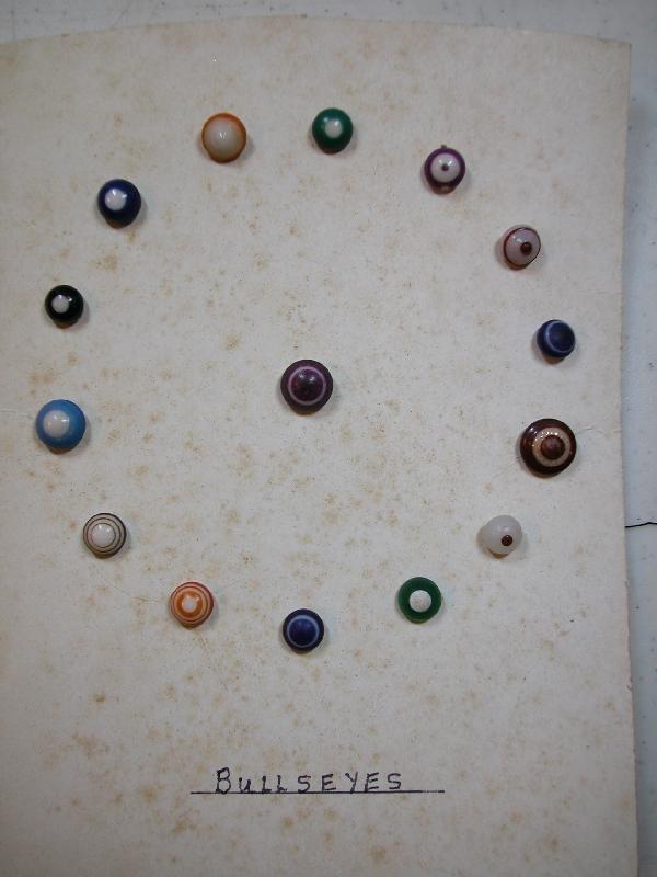 """4022: Card of 15 """"Bullseye"""" buttons"""