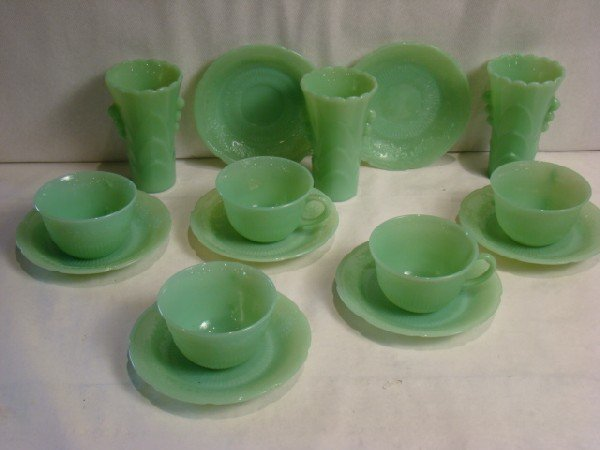 1290: Lot of 15 Jadeite depression glass items