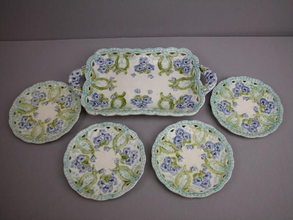 256:  Majolica Villeroy and Boch  dessert set with viol