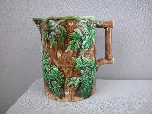 518:  ETRUSCAN majolica tree bark  and maple leaves pit