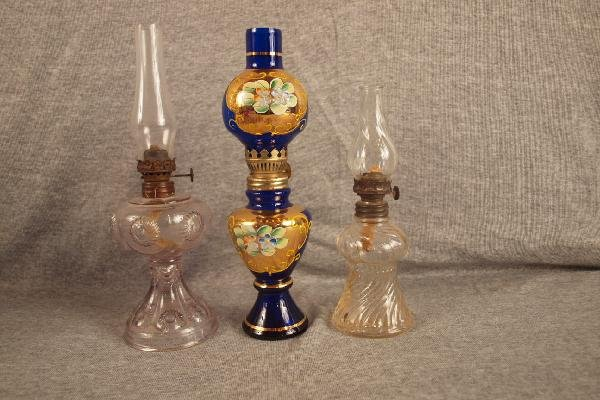 7: Lot of 3 miniature oil lamps