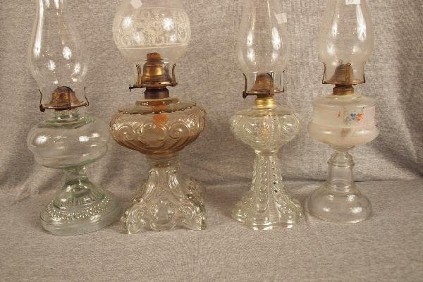 19: Lot of 4 pattern glass oil lamps