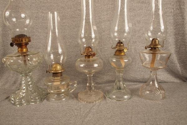 22: Lot of 5 pattern glass oil lamps