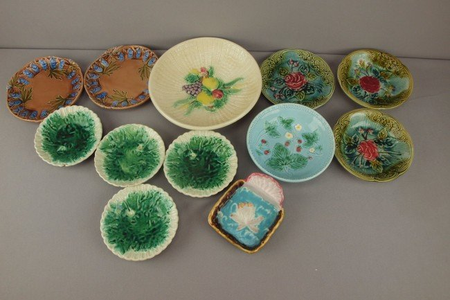 22: Majolica lot of 12 bowls, plates and sauce dishes,