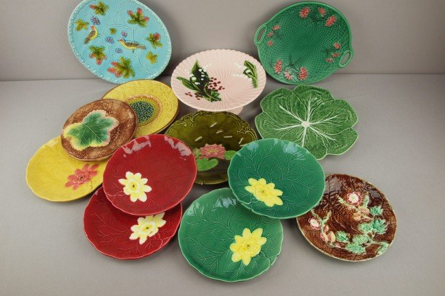 24: Majolica lot of 12 plates and one comport, various