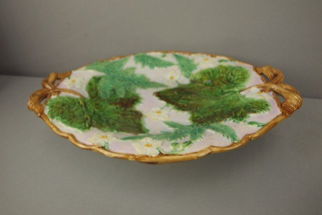 526: English majolica tazza with leaves, ferns and flow