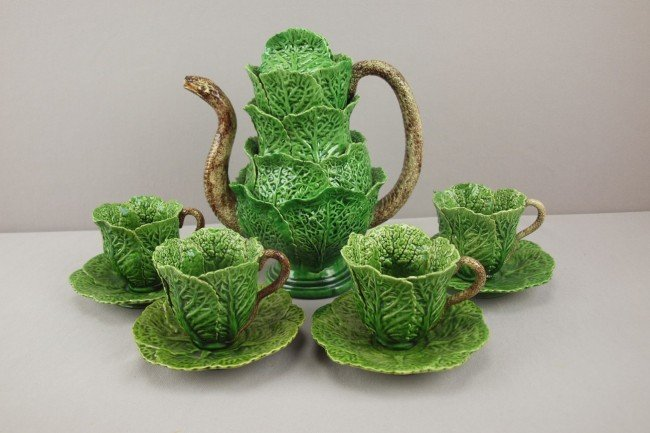 732: Jose Cunha Portugal Palissy Ware teaset with cabba