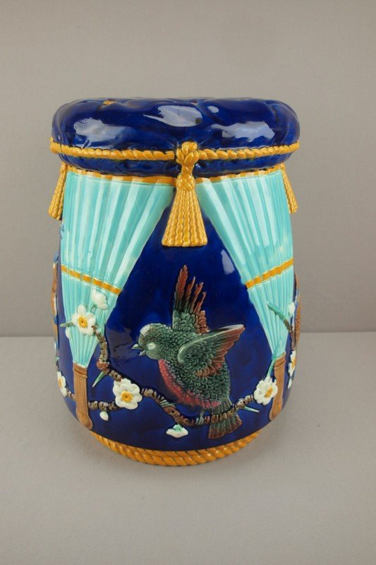 792: WEDGWOOD majolica bird and fan garden seat, great