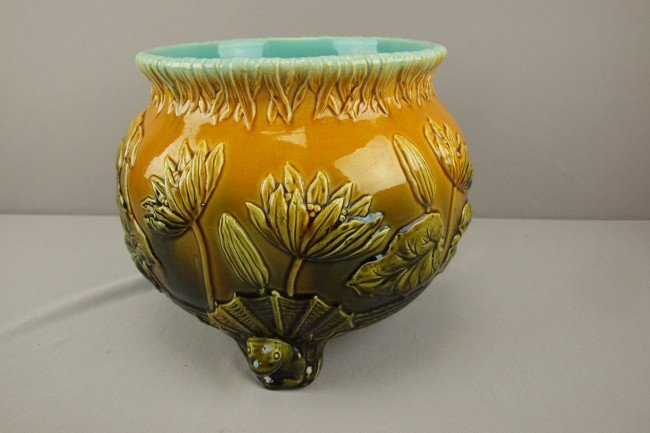 801: WARDLE water lily jardiniere with three frog feet
