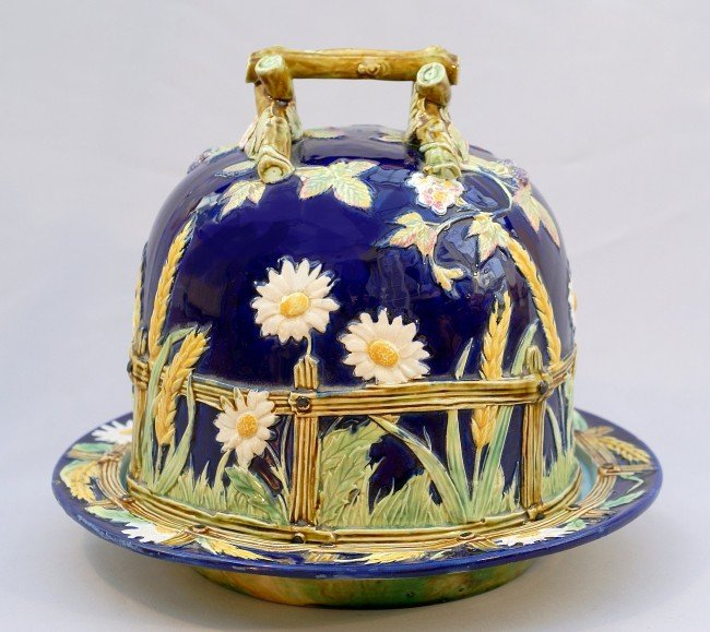 866: GEORGE JONES majolica cobalt  daisy and fence half