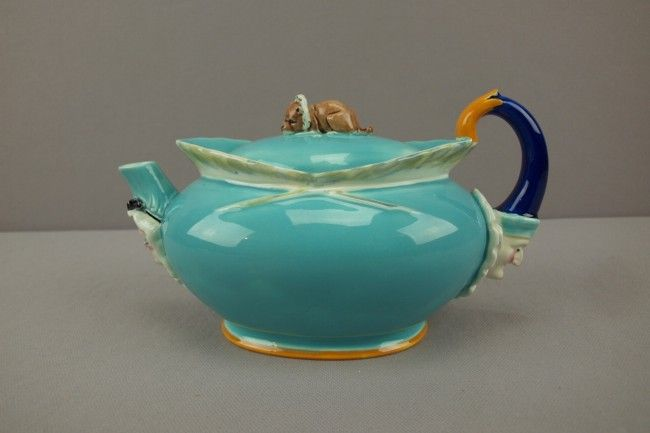 """WEDGWOOD rare majolica """"Punch, Judy and Toby figur"""