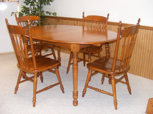 121: Tell City hard maple dining room suite with table : Lot 0121