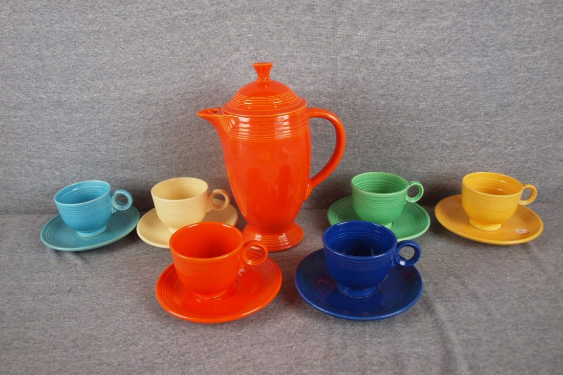 402: Fiesta coffee service with red coffee pot and 6 re