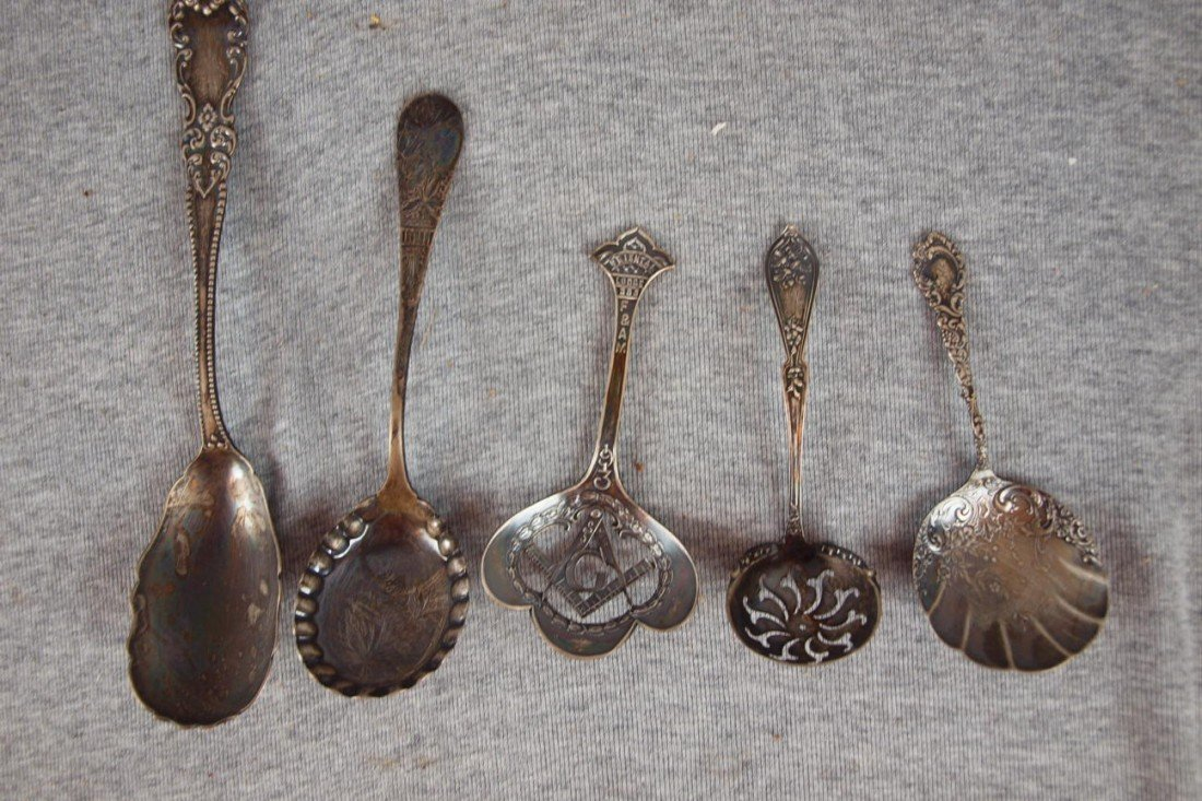 15:  Lot of 5 sterling silver ladles and 4 silver plate